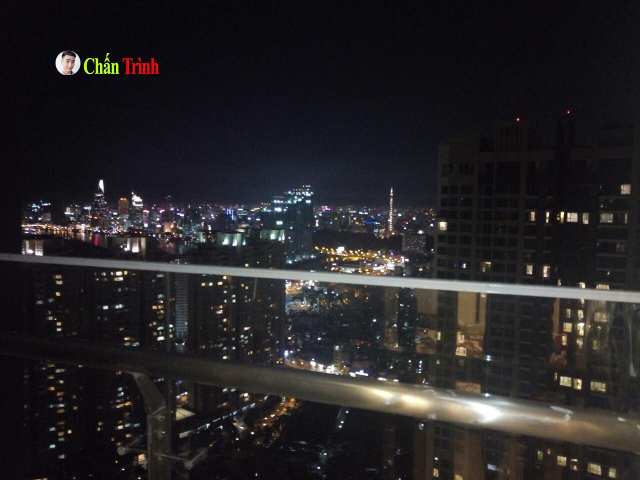 View nhìn từ ban công căn hộ về trung tâm quận 1