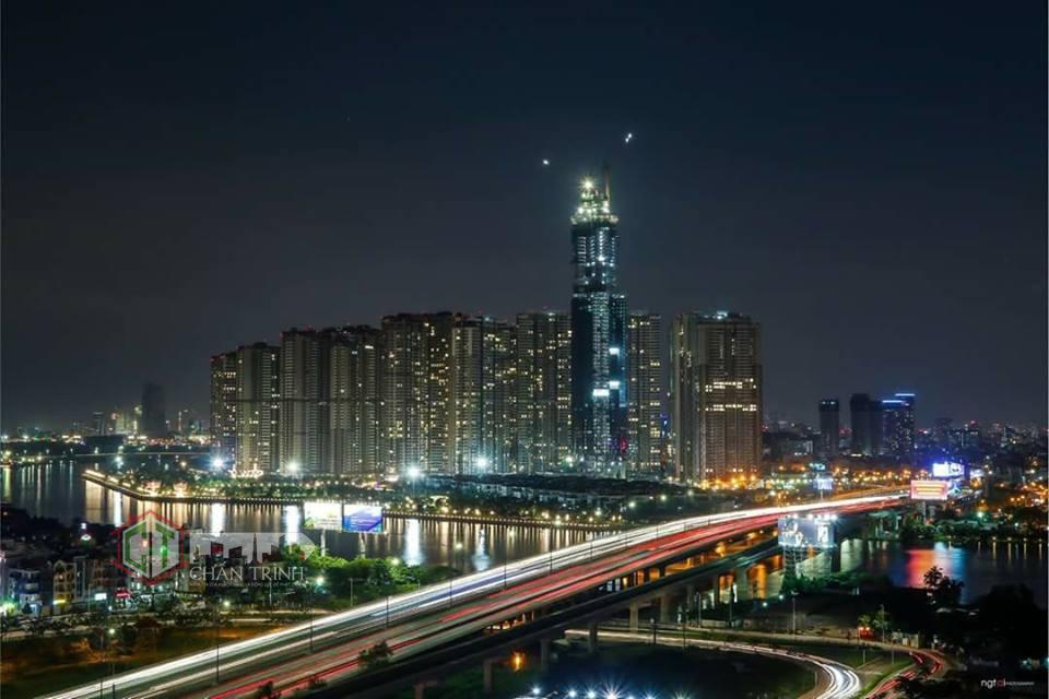 Khung cảnh ban đêm của tòa Landmark 81 tầng - Ảnh Tai Nguyen