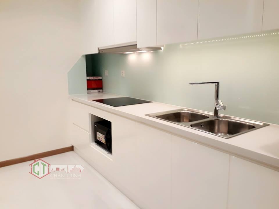 Thiết kế bếp rộng ngang với các căn 2PN tại Vinhomes Central Park