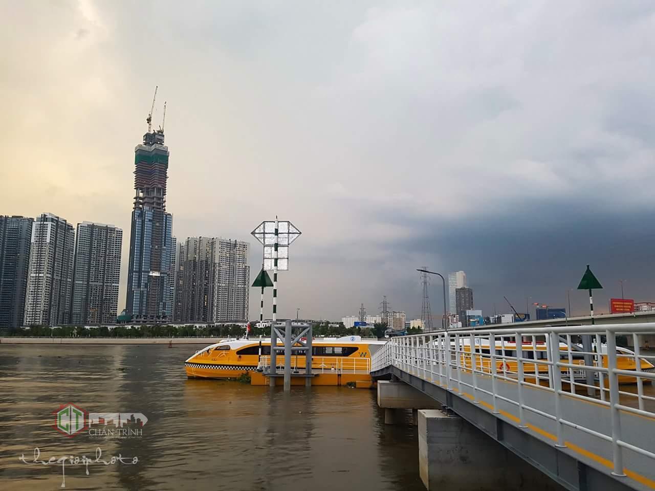 Landmark 81 chụp từ trạm Buss trên sông Sài Gòn
