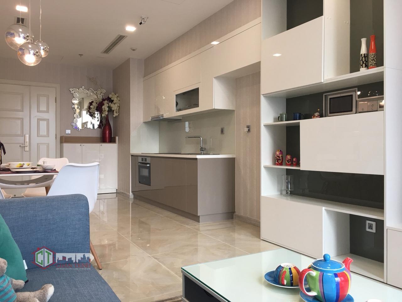 Khu vực bếp và bàn ăn căn hộ 1 phòng ngủ vinhomes golden river