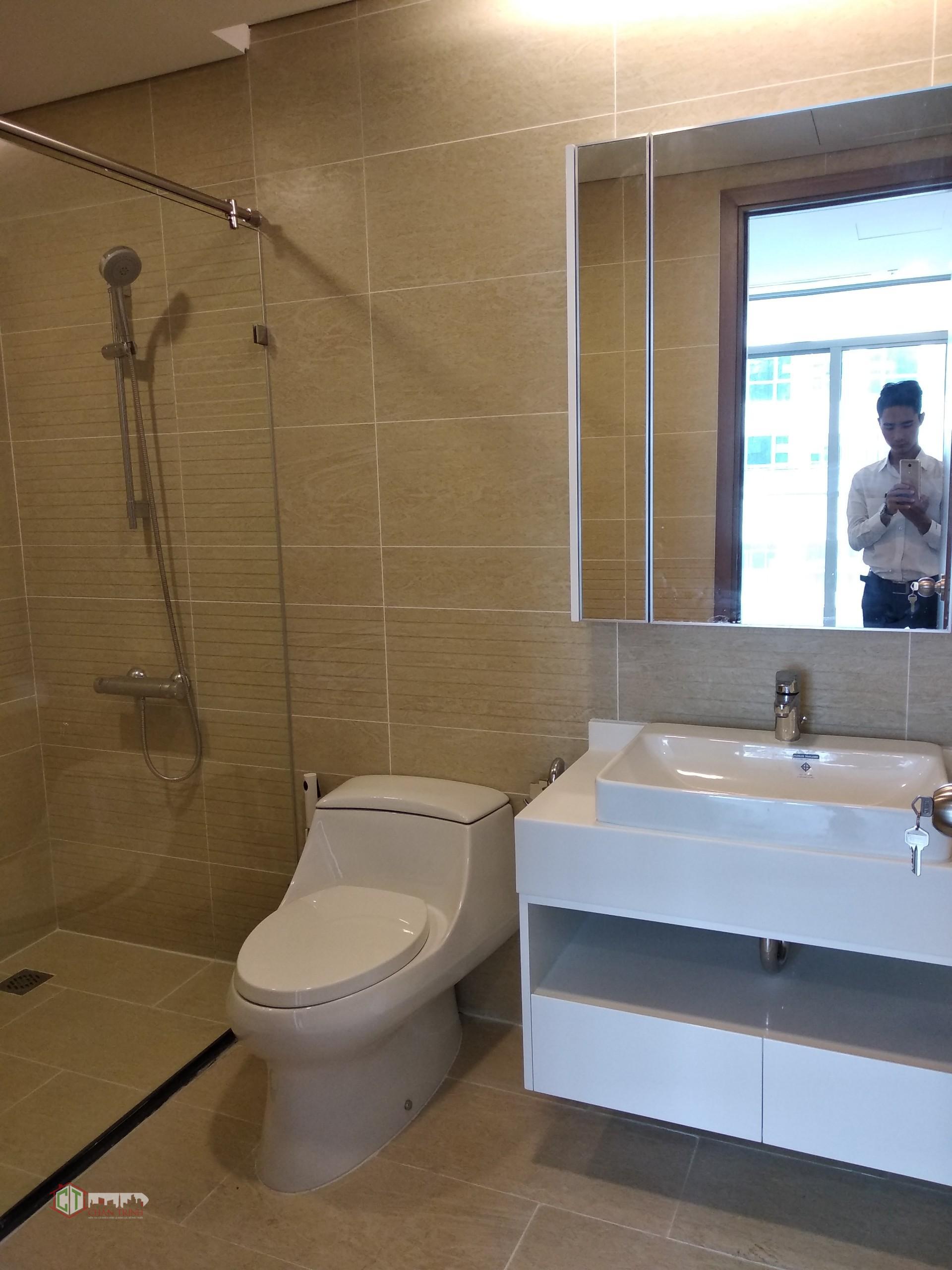 Nhà vệ sinh đầy đủ trang thiết bị, căn hộ có 2 toilet