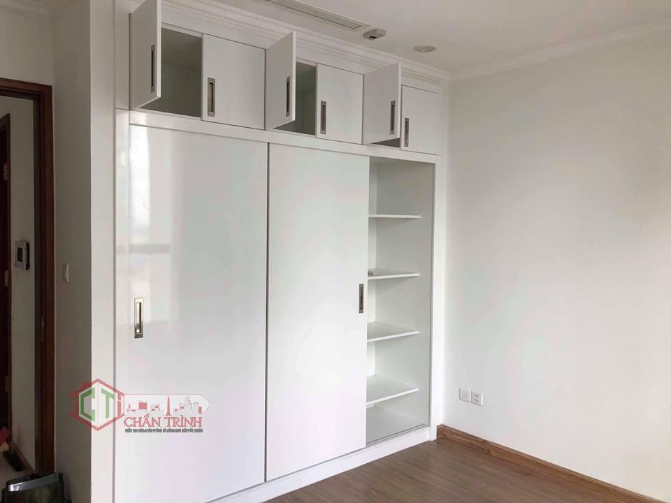 Tủ quanao áo âm trần có sẵn trong phòng ngủ của căn hộ