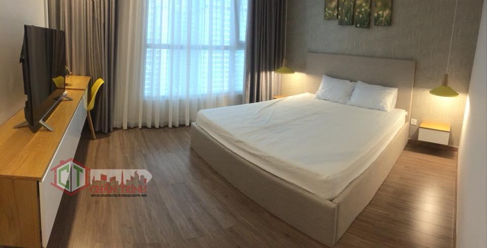 Cho thuê căn hộ 2 phòng ngủ Vinhomes Central Park - Phòng ngủ lớn.