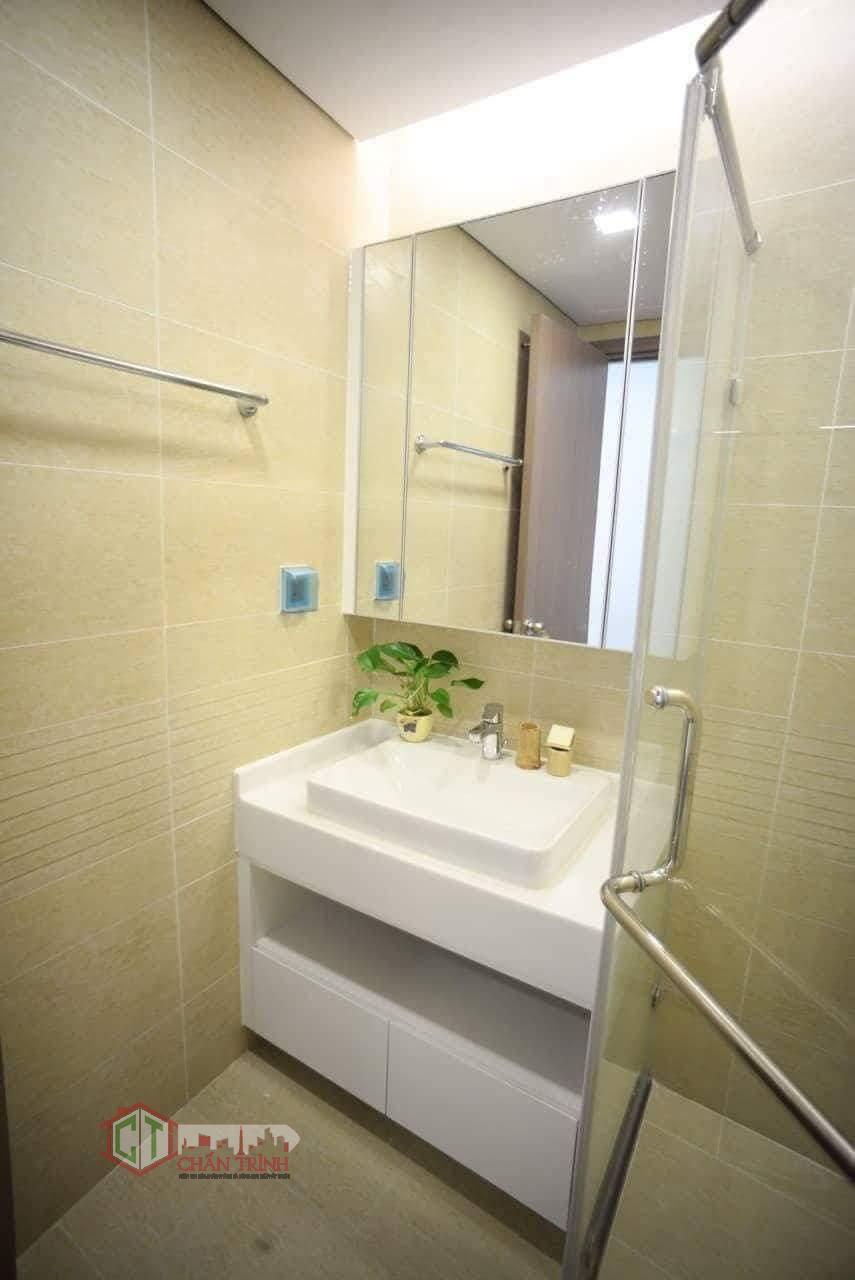 Nhà vệ sinh sạch sẽ, có tới 2 nhà về sinh tại căn hộ này.