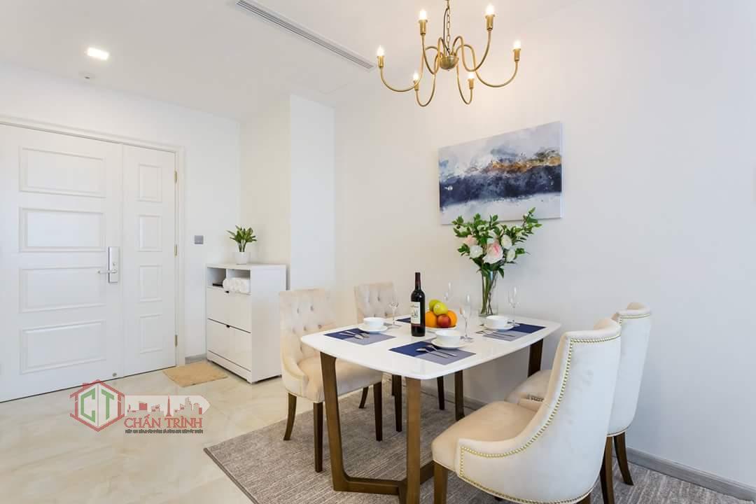 Hình chụp thực tế khu bàn ăn căn hộ 2 phòng ngủ Vinhomes Golden River