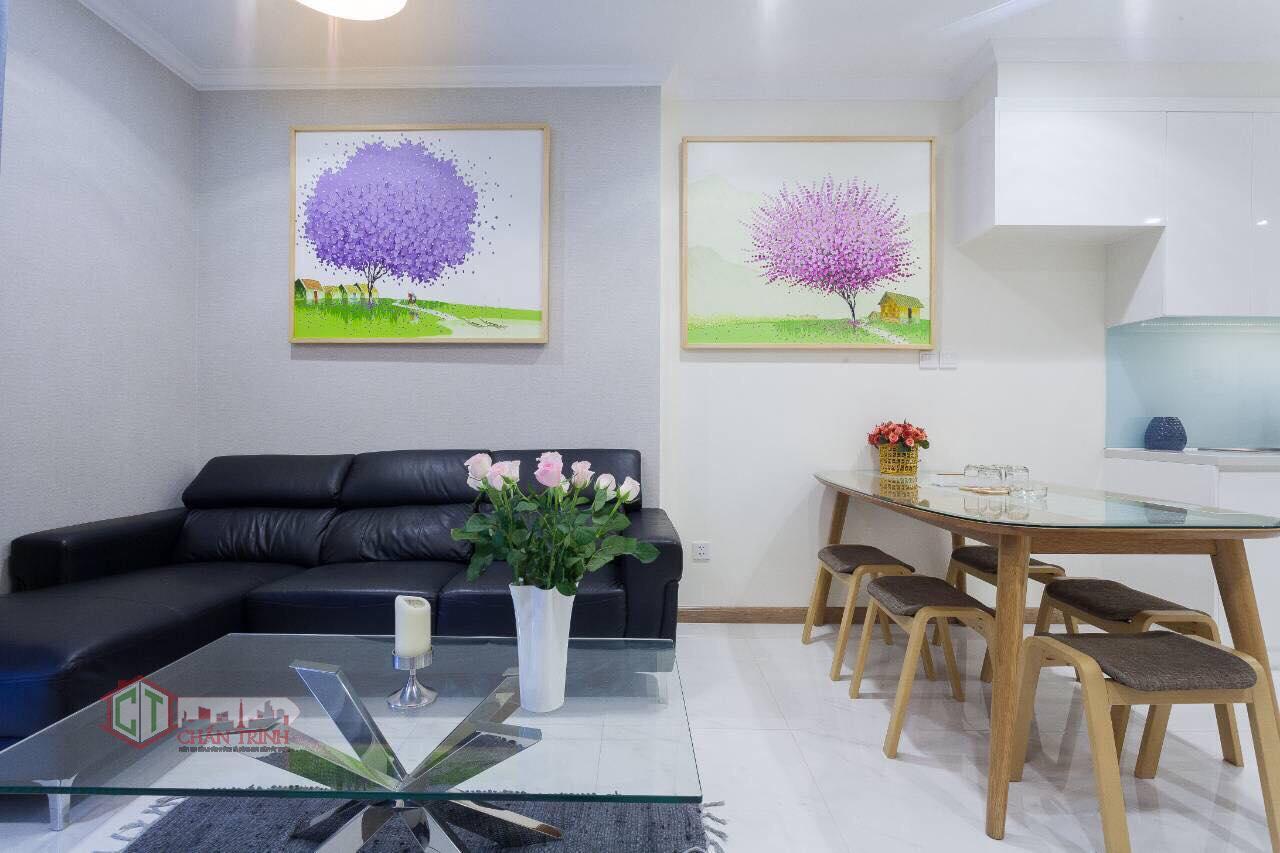 Cho thuê 1 phòng ngủ landmark 2 vinhomes central park - sofa phòng khách & bàn ăn - hình thực tế.