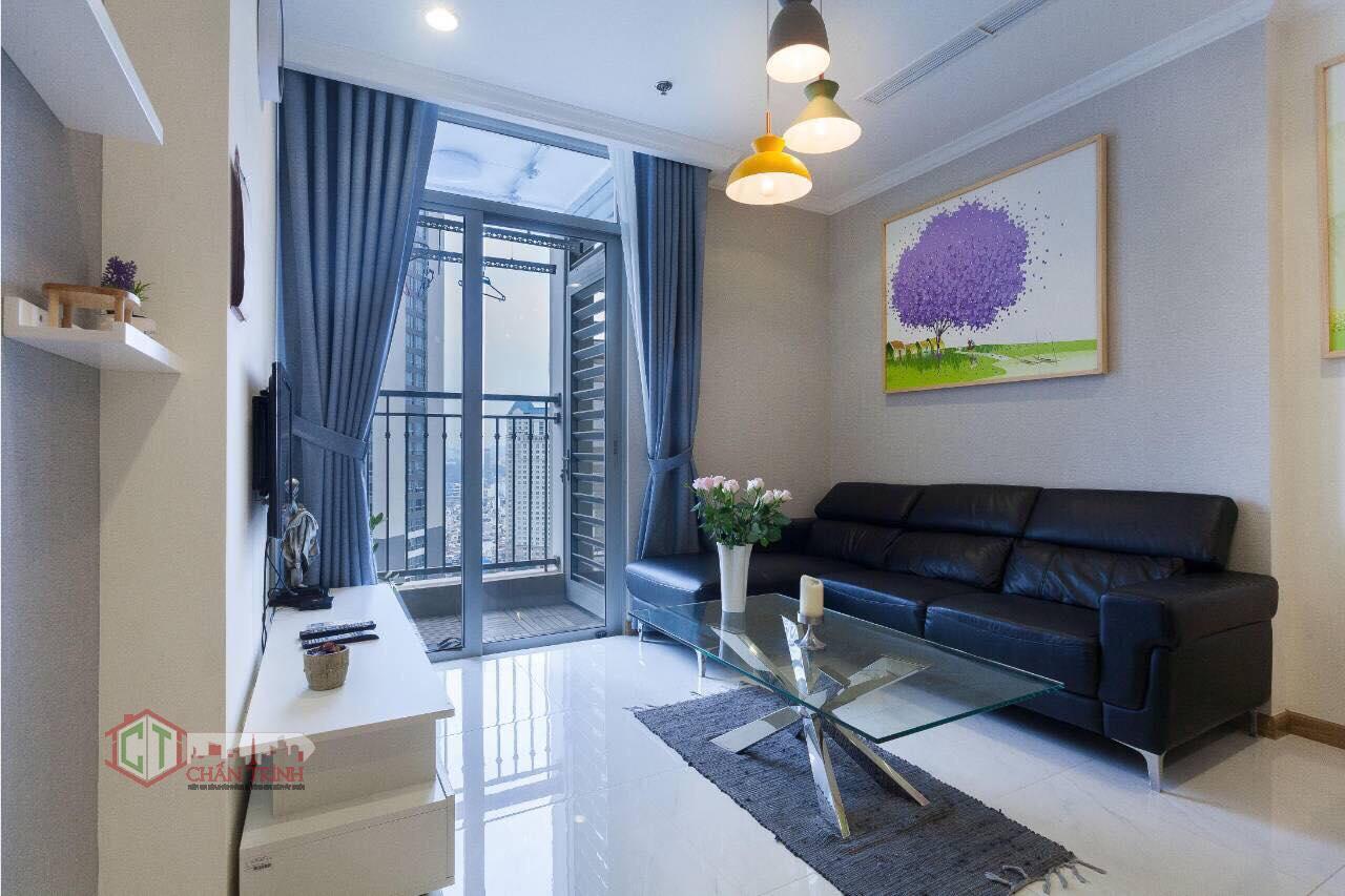 Cho thuê 1 phòng ngủ landmark 2 vinhomes central park - sofa phòng khách, hình thực tế.