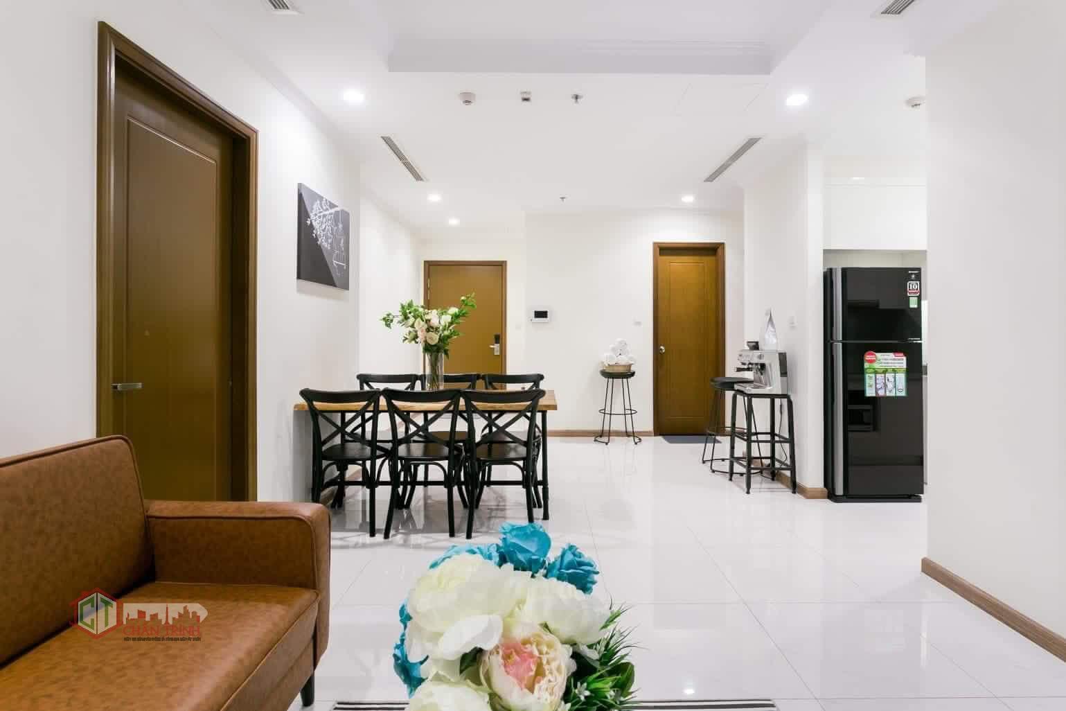 Phòng khách view vào căn hộ Landmark 3 Vinhomes Central Park