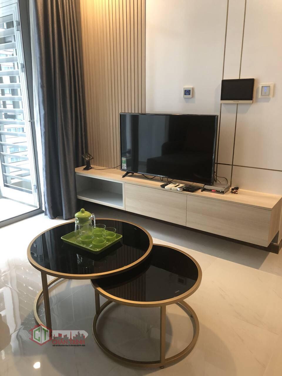 Tivi phòng khách căn hộ 2 phòng ngủ L6 - Vinhomes Central Park