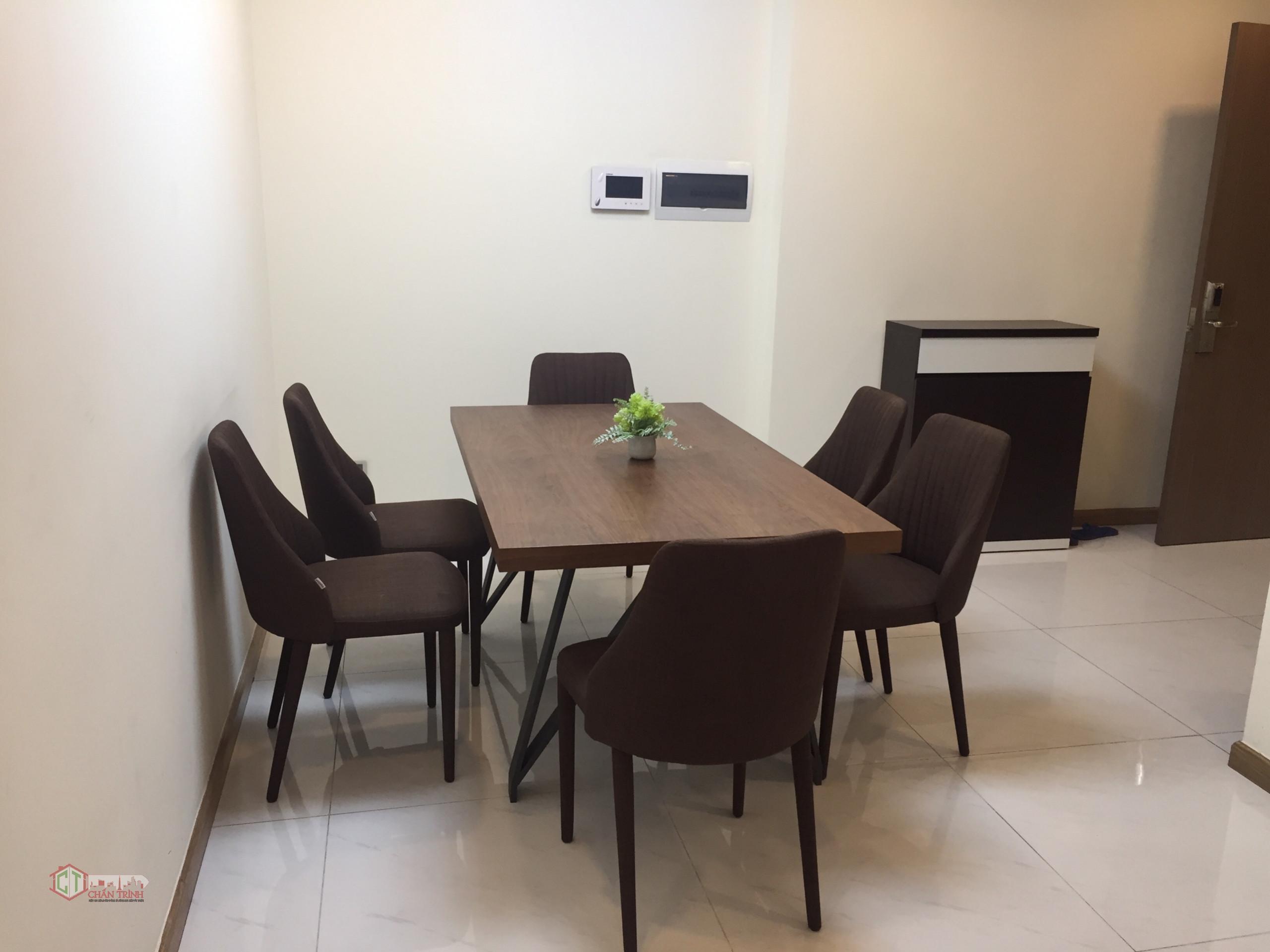 Bàn ăn căn hộ 3PN cho thuê tòa Park 6 Vinhomes