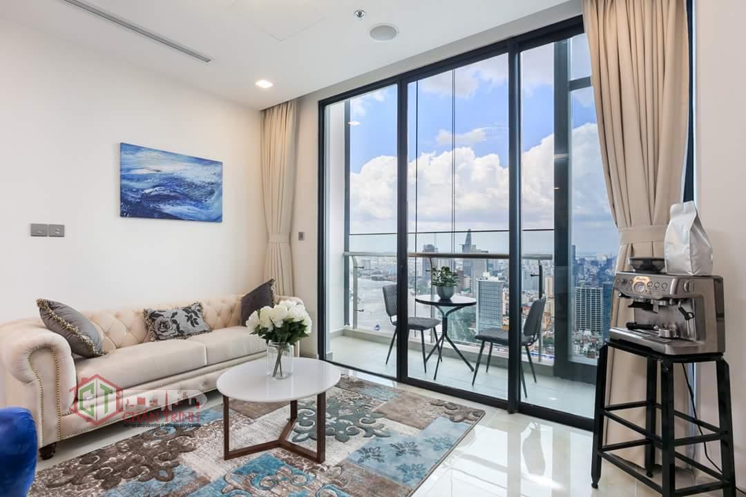 Hình chụp thực tế phòng khách căn hộ 2 phòng ngủ Vinhomes Golden River
