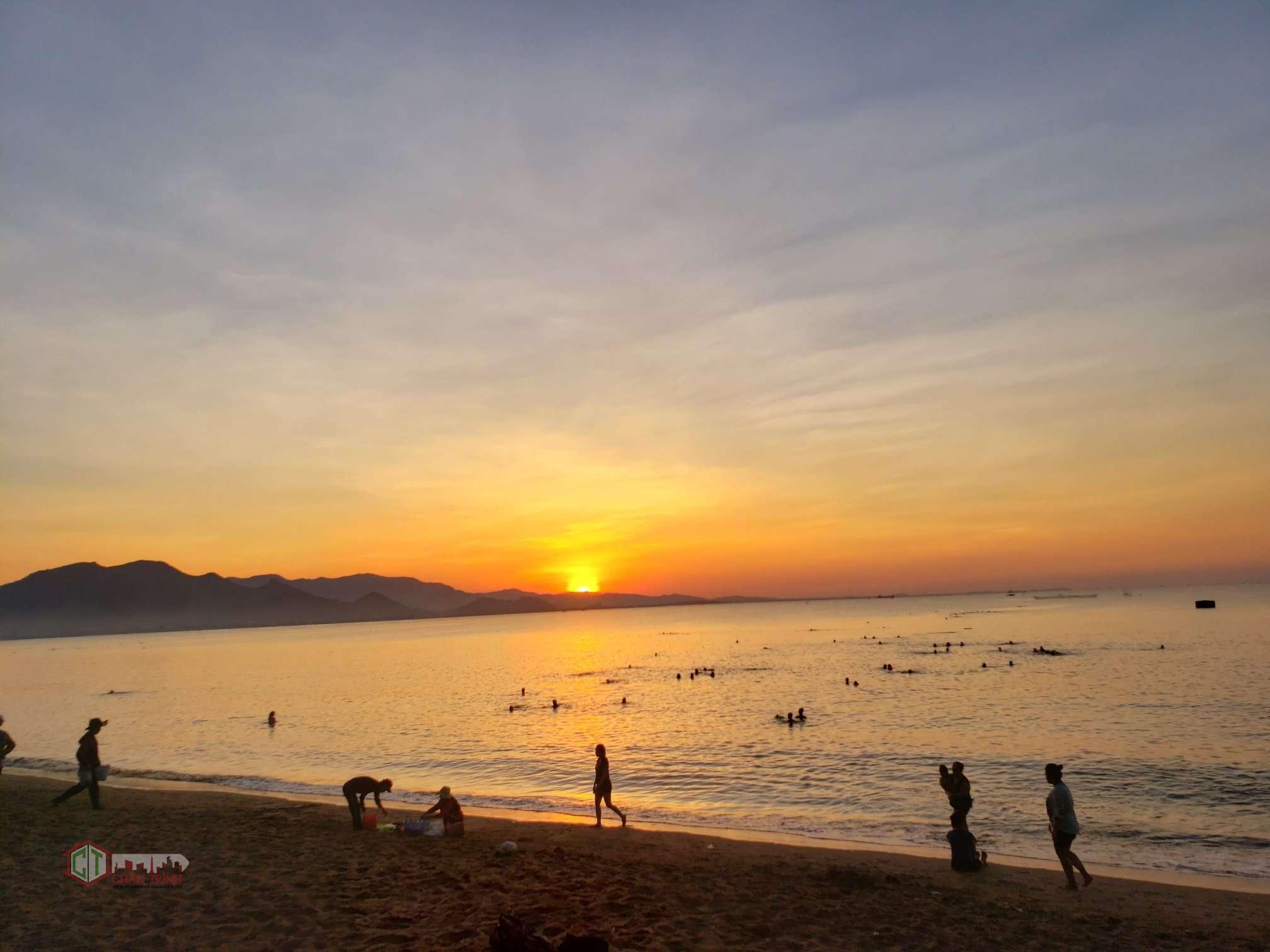 Chấn Trình đến Phan Rang vào dạng sáng nên chụp được cảnh Bình Minh rất đẹp